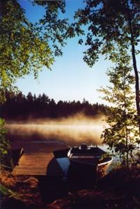 Morgennebel am Bootssteg