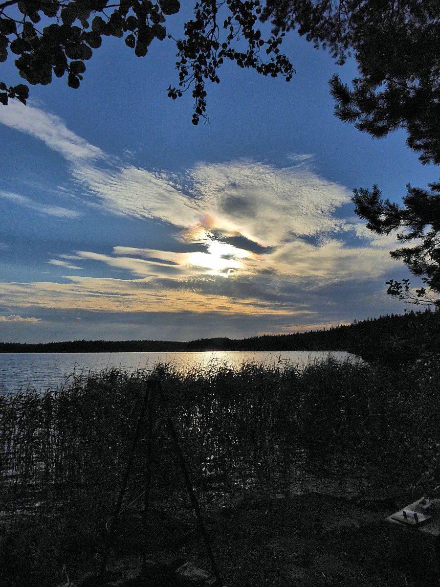 Tief stehende Sonne am Grillstrand um 22:23 Uhr