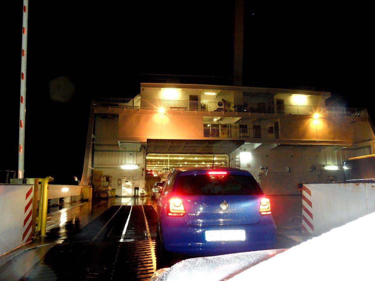 Einfahrt in die Fähre in Travemünde