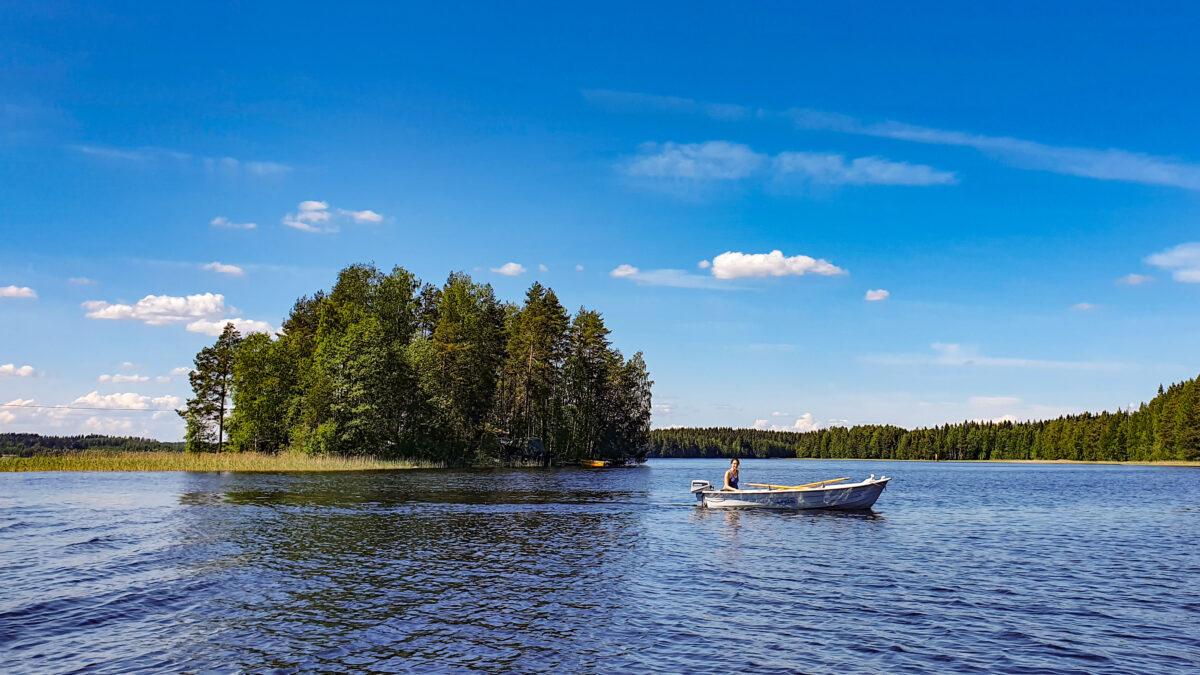 Boatdriving Vaihtosaari Savo Finland huebner photography