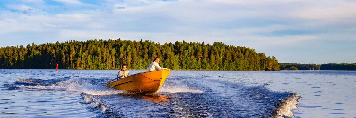 riding motorboat muuttosaaret finland huebner photography